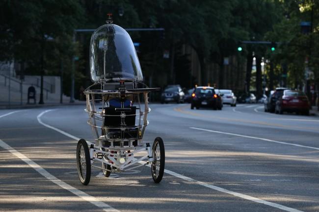 PEV가 스스로 복잡한 거리를 운전해 가고 있다. - MIT Media Lab/Jimmy Day 제공